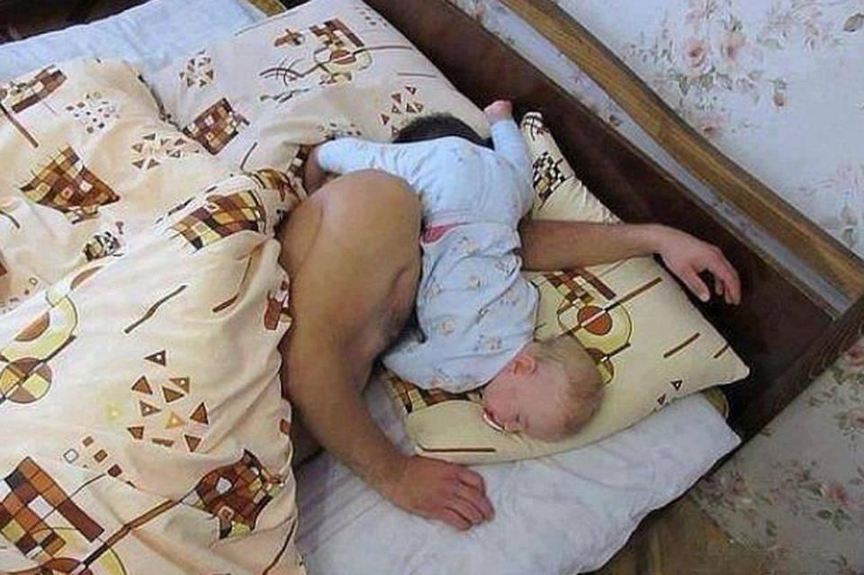 baby sleep position with dada