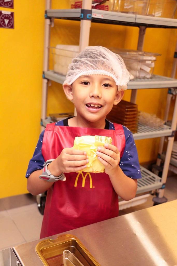 McDonalds Burger Shop Kidzania 1